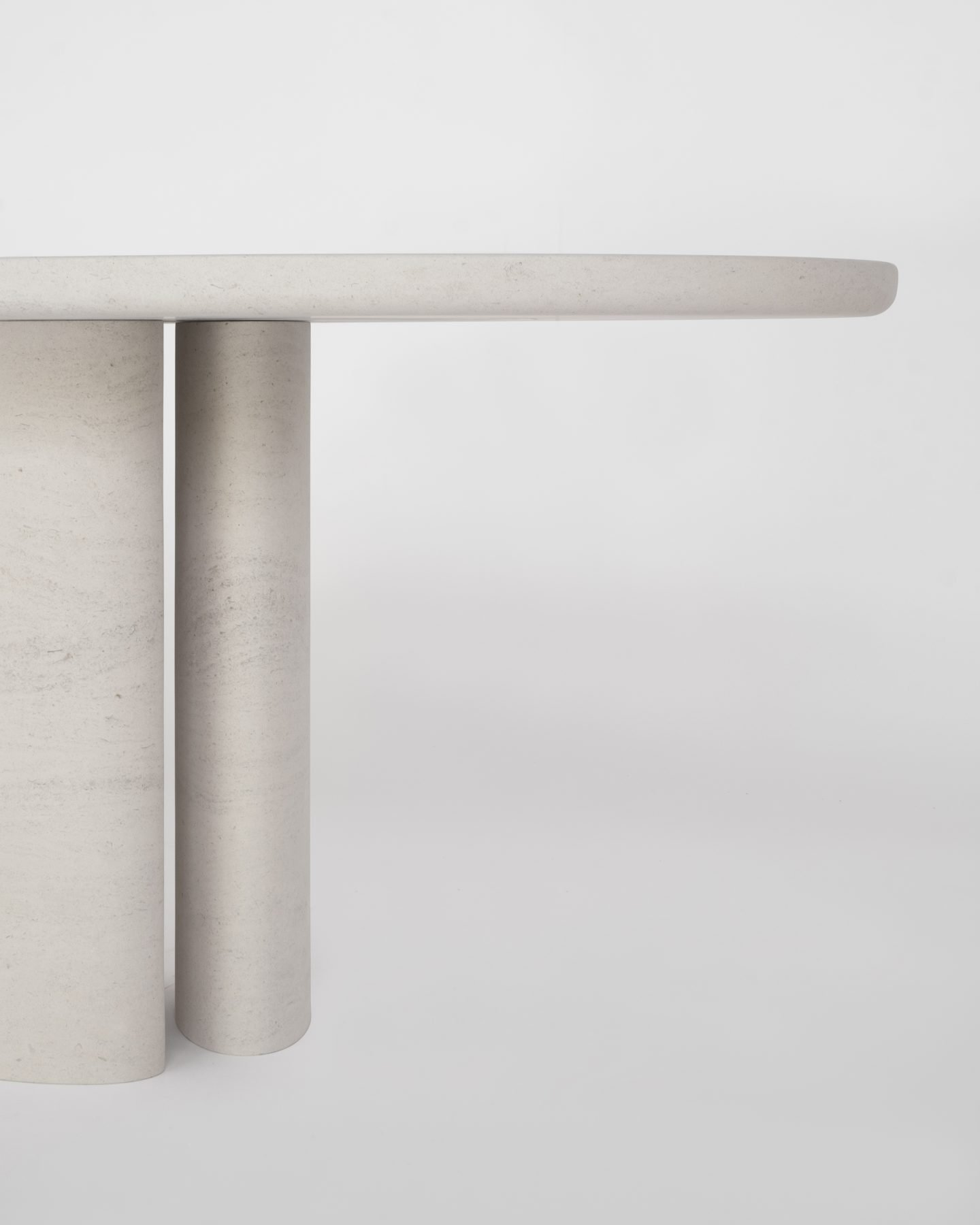 IGNANT-Design-Balzano-SwanII-DiningTable-2