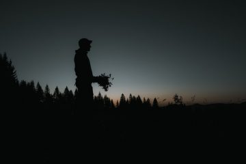 IGNANT-Dr-Hauschka-Wild-Plant-Harvest-Clemens-Poloczek-001