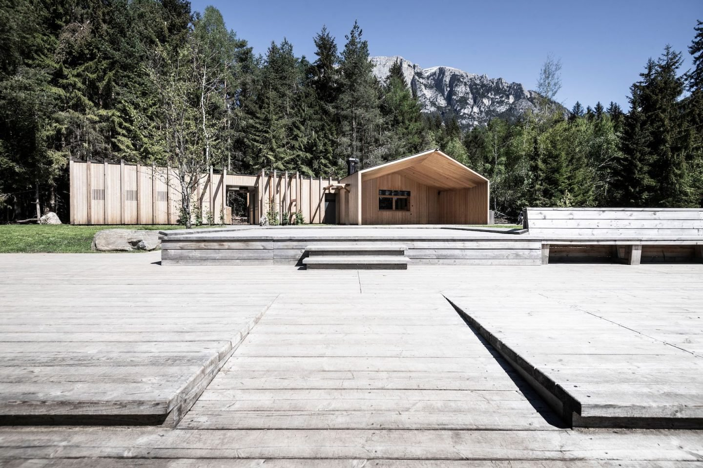 IGNANT-Architecture-South-Tyrol-Lake-house-noa-1