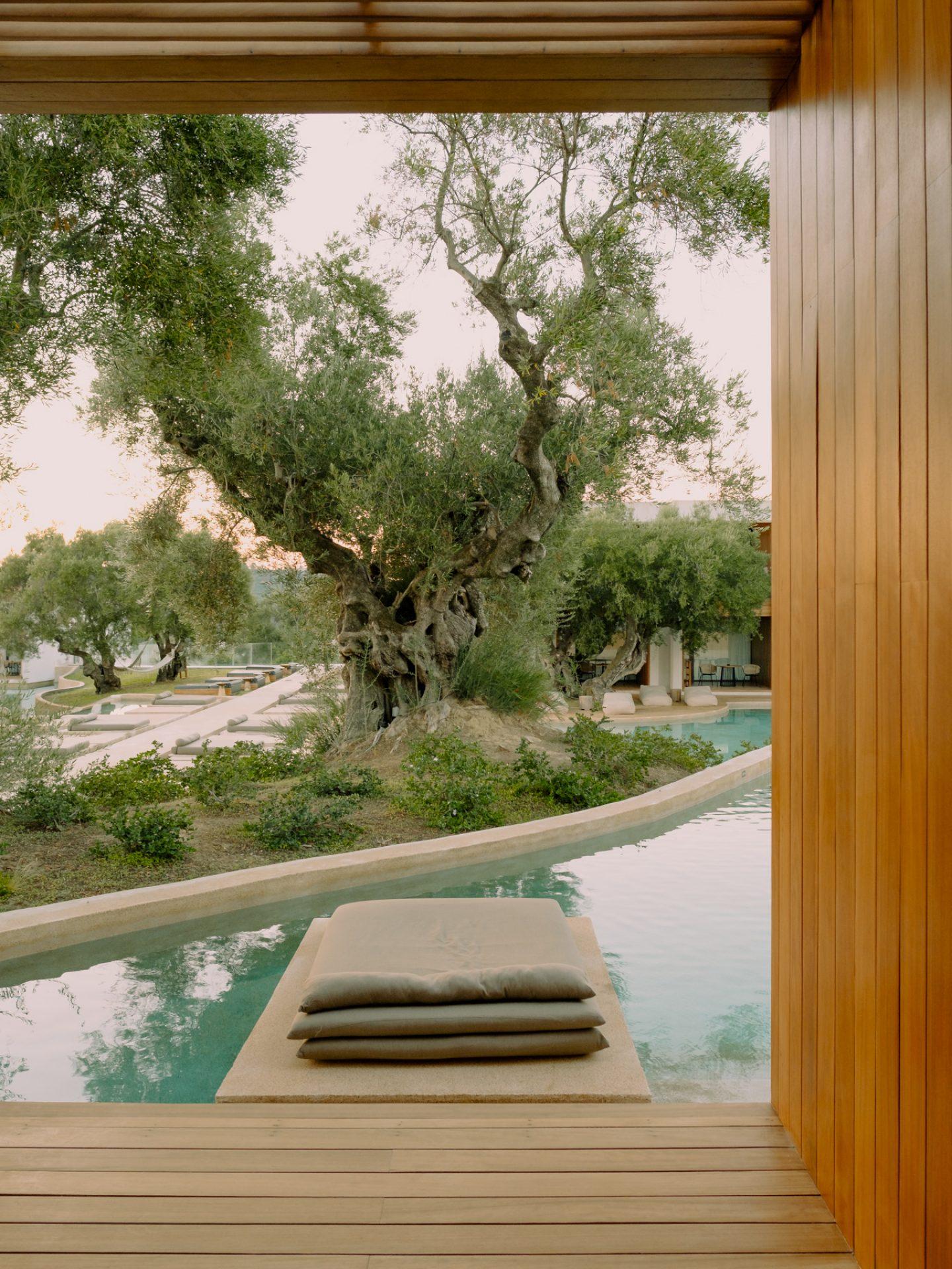 IGNANT-Travel-Olea-All-Suite-hotel-Greece-012