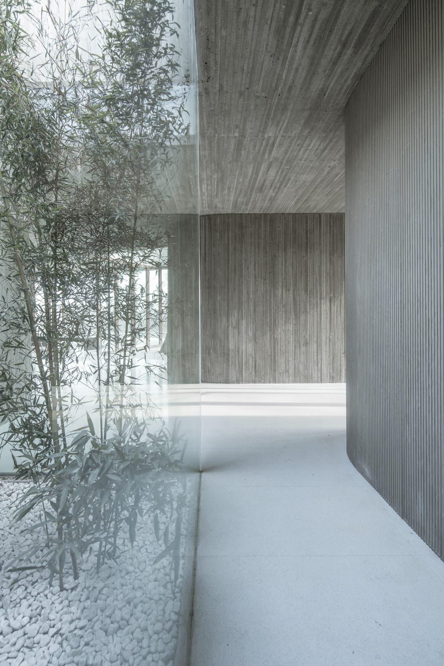 IGNANT-Architecture-Archstudio-Waterside-Buddhist-Shrine-011-min
