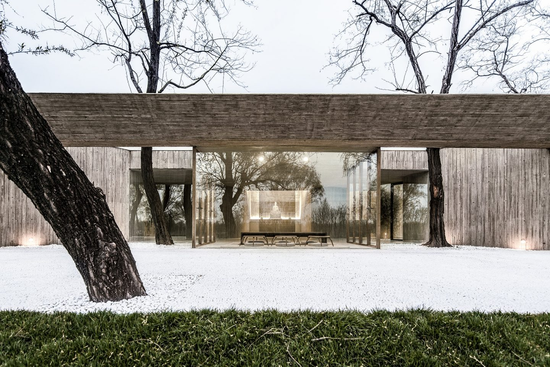 IGNANT-Architecture-Archstudio-Waterside-Buddhist-Shrine-09-min