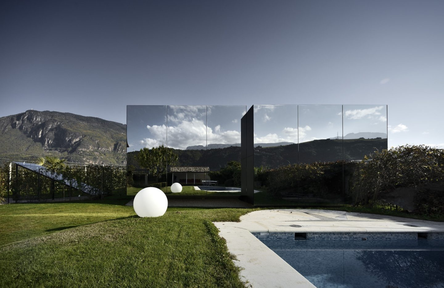 IGNANT-Architecture-South-Tyrol-Mirror-Houses-02