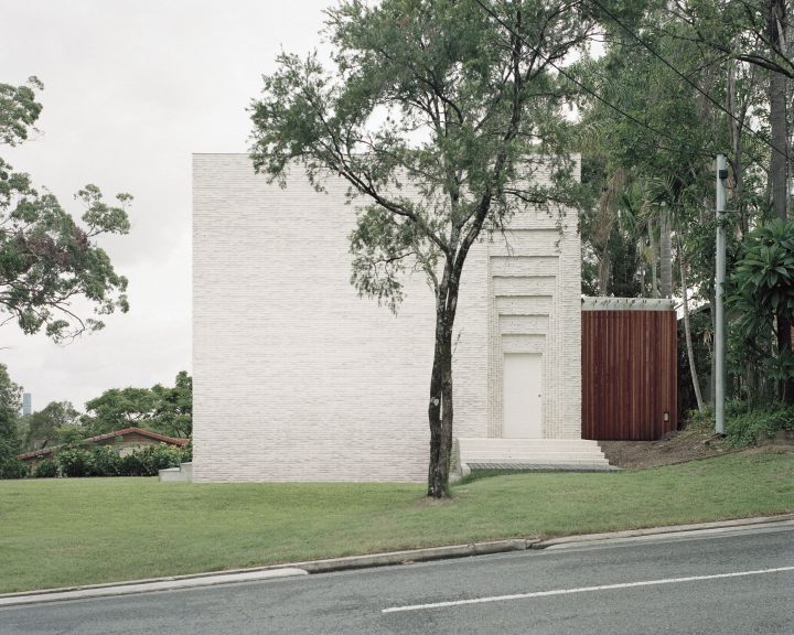 In Brisbane, Couldrey House By Peter Besley Transcends Conventional Local Architecture