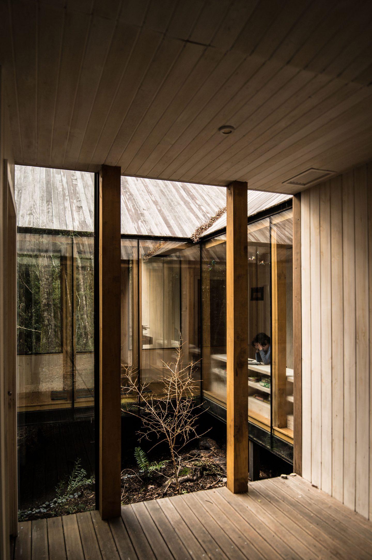 IGNANT-Architecture-SAAArquitecturaoTerritorio-RefugioImpluvio-2