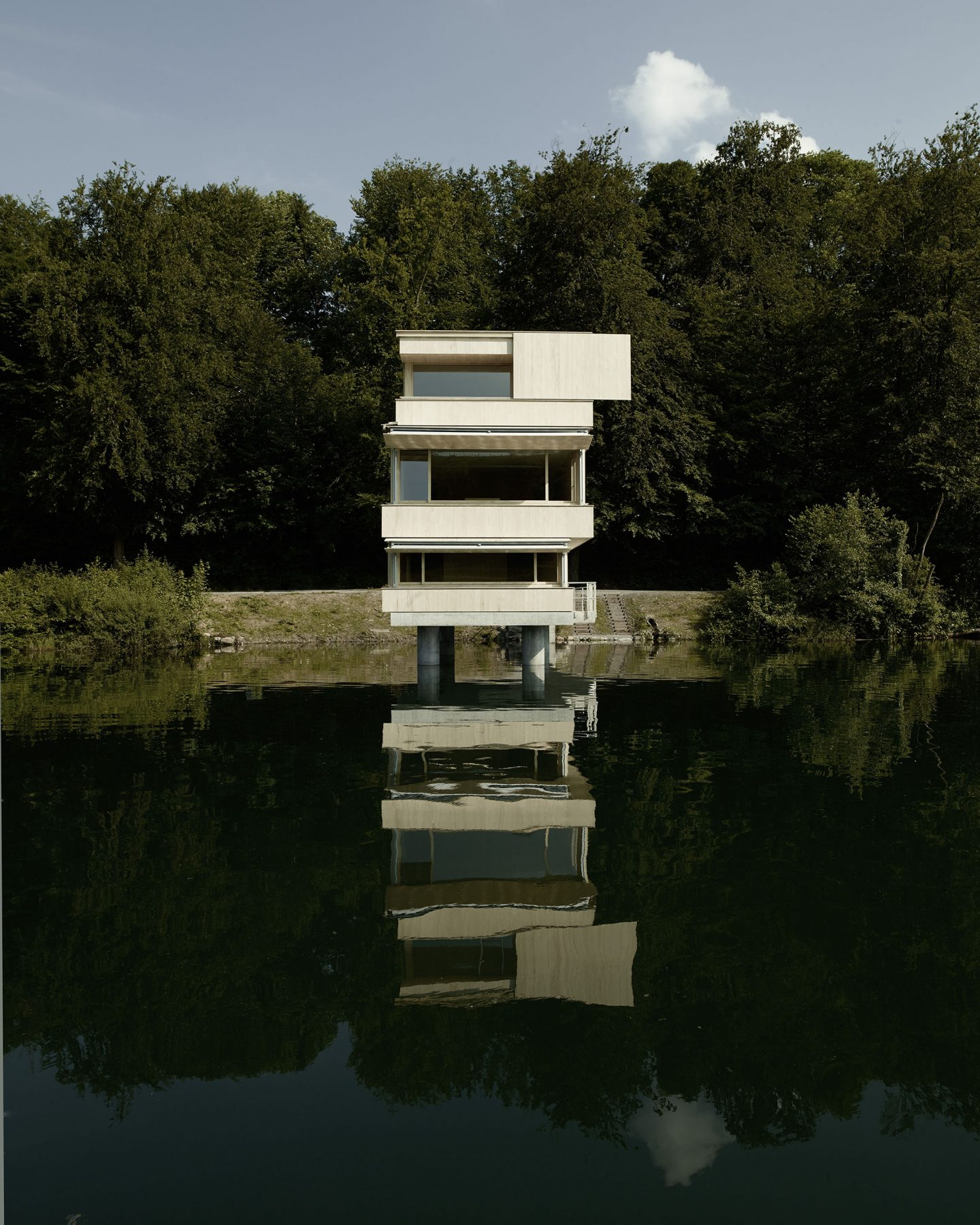 IGNANT-Architecture-TowerRotseeLake-14