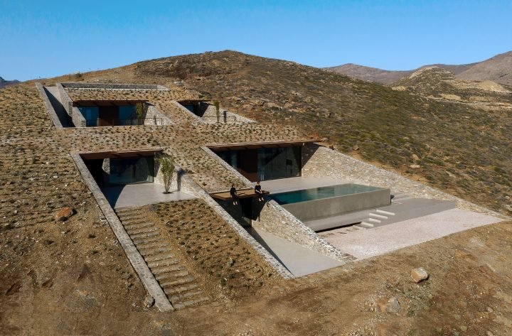 NCaved, An Arresting Holiday House By MOLD Architects Blends Into The Edge Of A Cliff