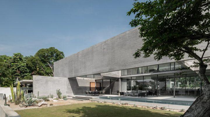 Stu/D/O Architects's Casa de Alisa Conceals Itself From Its Surroundings