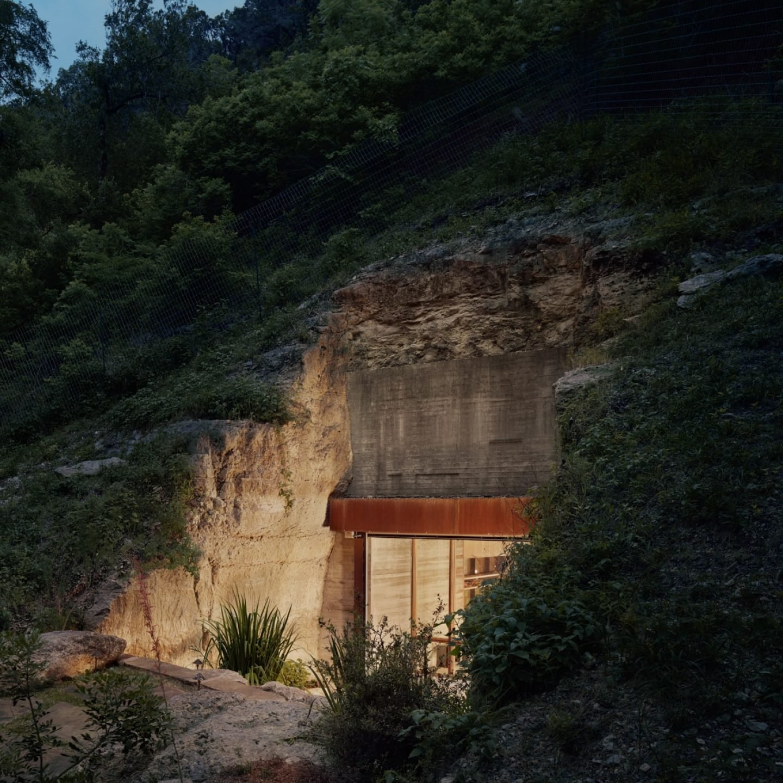 IGNANT-Architecture-Texas-Hill-wine-cave-03