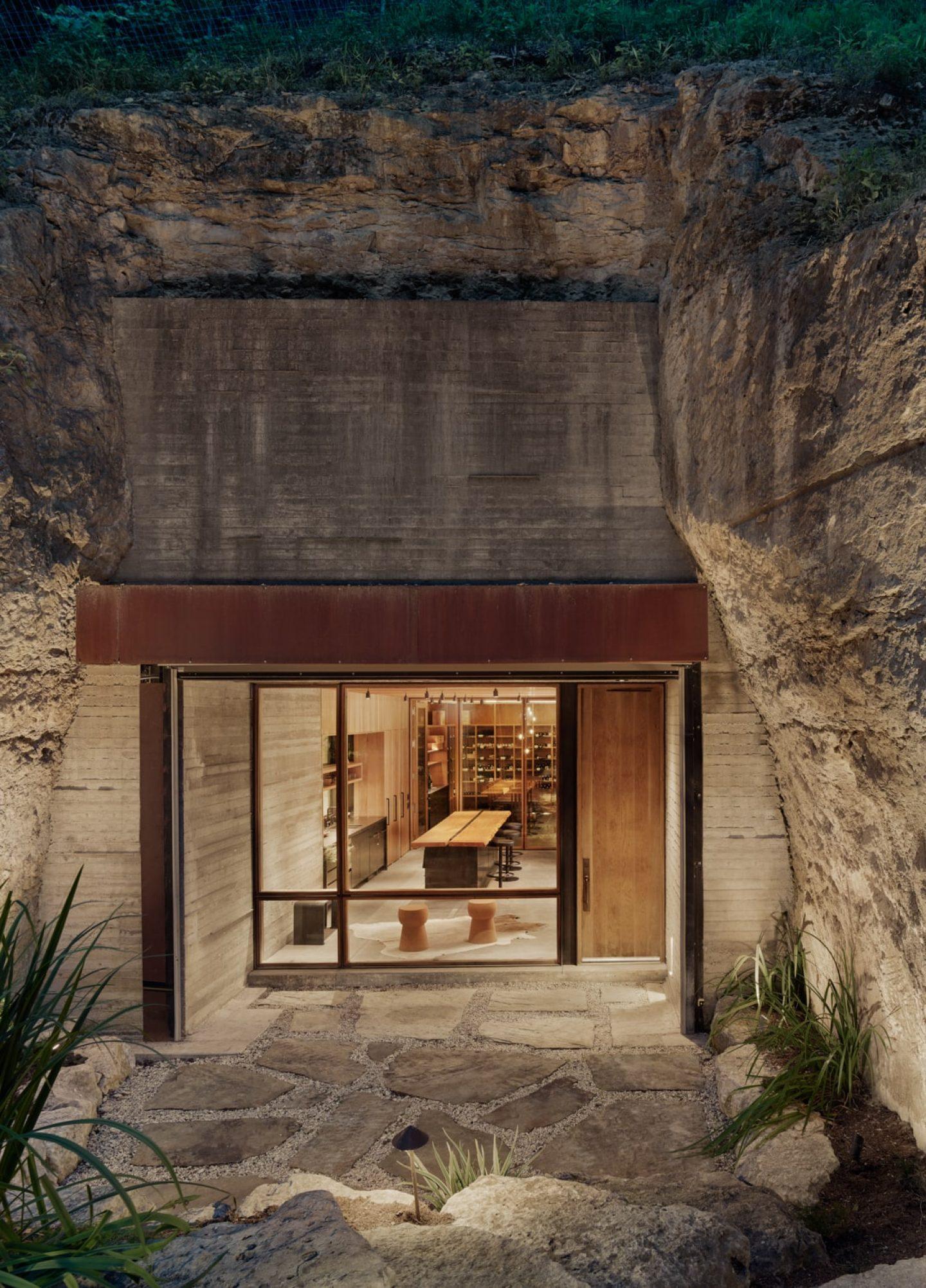 IGNANT-Architecture-Texas-Hill-wine-cave-04