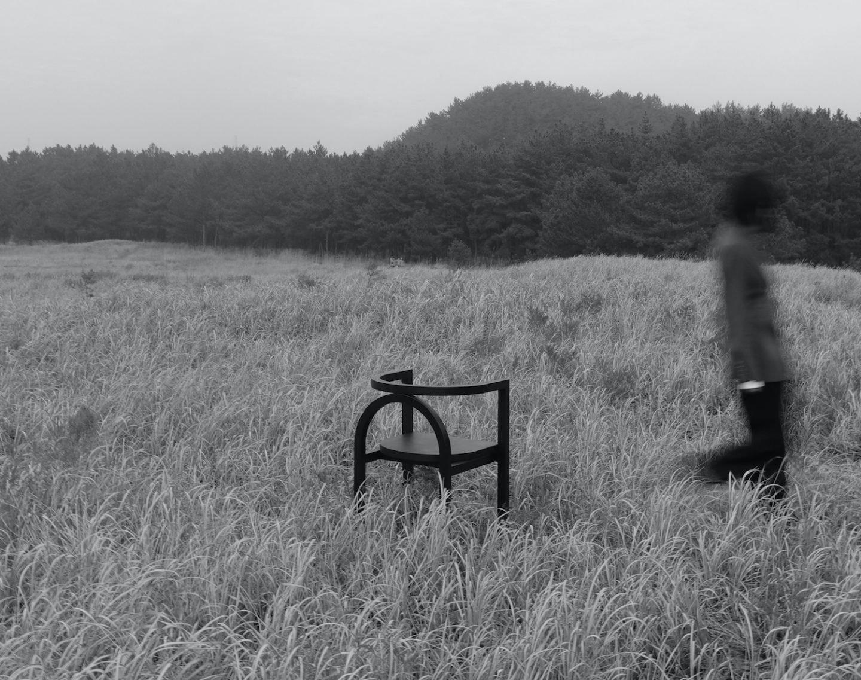 IGNANT-Design-Finder-Arch-Chair-06