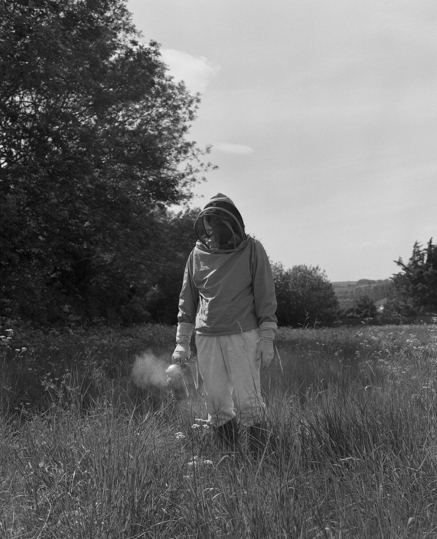 IGNANT-Photography-Sadie-Catt-Beekeeper-04