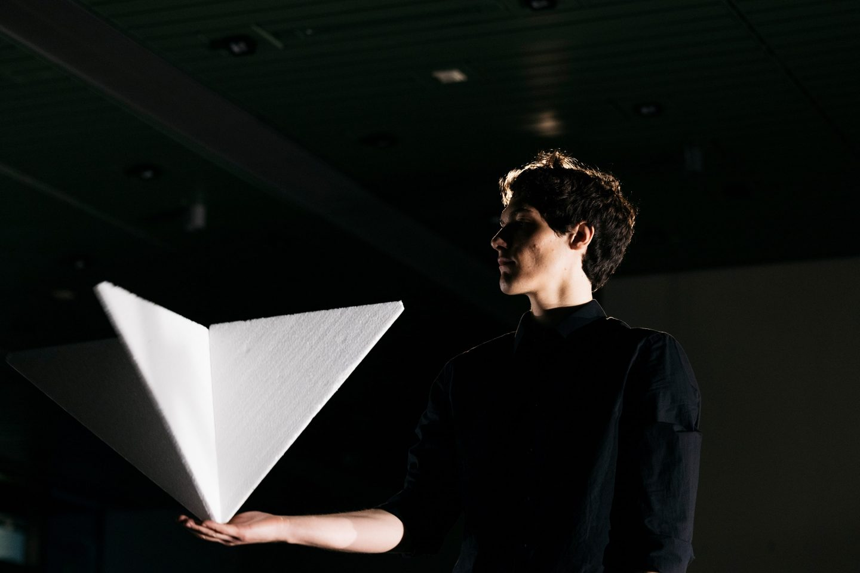 IGNANT-Art-ICC-andrea-salustri-materia.-the-sun-machine-is-coming-down-©-berliner-festspiele-eike-walkenhorst